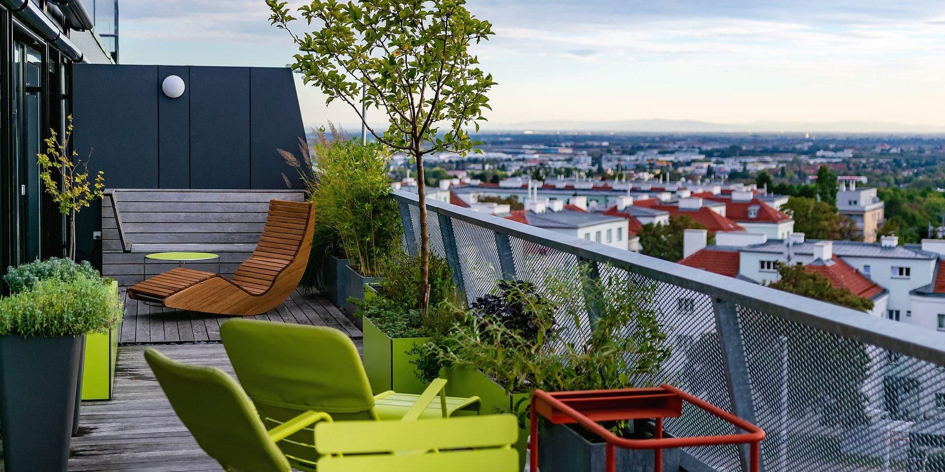 Moderne Terrasse und Pflanzkübel | Worldofflowerpots